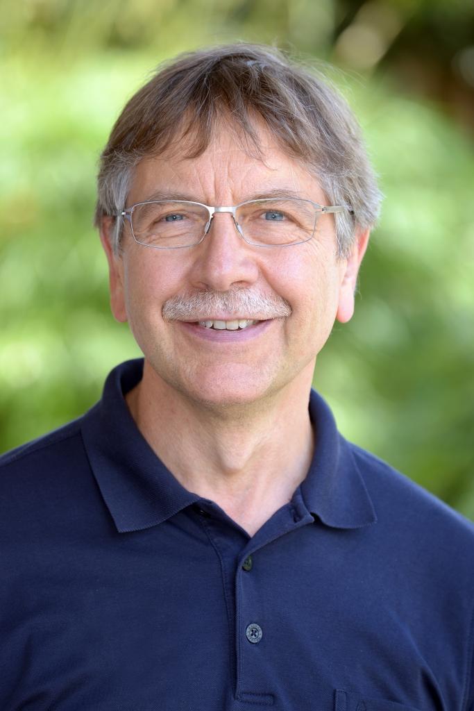 Dr. Gernot Riedel